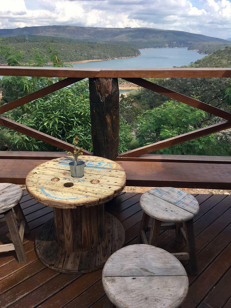 restaurante em Capitólio, MG, com vista para o lago de furnas