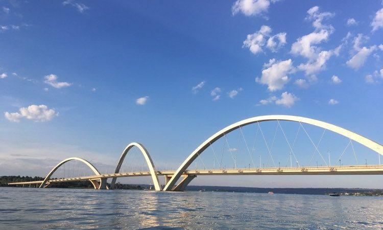 pont jk, em brasiliá, e lago paranoá